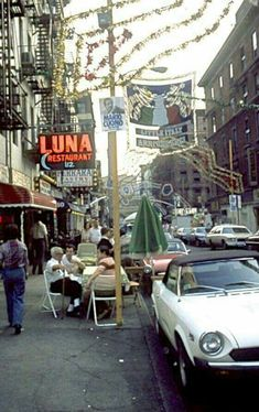 1977. Little Italy, shops, residents and sign on pole re: Mario Cuomo. Image by Ullstein Bild.