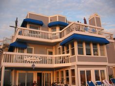 Donna and Kelly's beach apartment on Beverly Hills 90210. Located in Manhattan Beach right on the sand. A seriously awesome pad!
