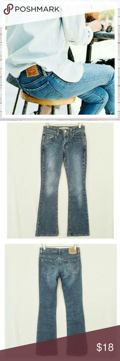 """Levi's 518 Superlow Boot Cut Jeans Sz 0 Levi's 518 Superlow Boot Cut jeans Sz 0. 31"""" inseam. 8"""" rise. Excellent previously loved condition. Sorry no trades. Levi's Jeans Boot Cut"""