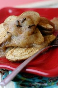 Easy Holiday Breakfast: Gingerbread Pancakes with warm Maple Applesauce