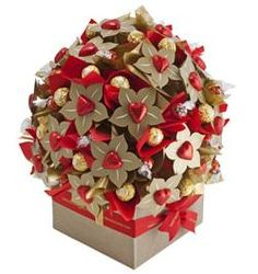 53 Ideas For Chocolate Bouquet Gift Valentines Valentine Chocolate, Chocolate Gifts, Candy Flowers, Paper Flowers, Chocolate Flowers Bouquet, Candy Arrangements, Edible Crafts, Birthday Candy, Candy Crafts