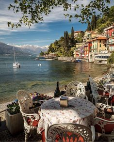 Comer See Italien. Italy Vacation, Italy Travel, Italy Honeymoon, Lac Como, The Places Youll Go, Places To See, Voyager C'est Vivre, Places To Travel, Travel Destinations
