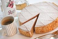 Torten:Zuger Kirschtorte Stock Image, Schnapps, Saveur, Camembert Cheese, Icing, Almond, Cherry, Goodies, Dairy