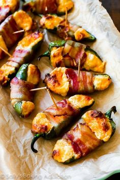 Bacon-Wrapped Cheesy Stuffed Jalapenos -- If you like spicy, you will love these! Halved jalapeños stuffed with cream cheese, shredded cheese, paprika, and garlic and wrapped up with crispy bacon. Yummy Appetizers, Appetizers For Party, Appetizer Recipes, Skewer Appetizers, Christmas Appetizers, Snack Recipes, Fingers Food, Cooking Recipes, Healthy Recipes