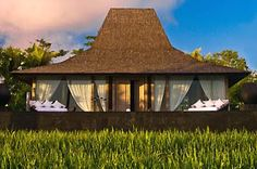 Tropical Architecture, Hotel Architecture, Architecture Design, Cottage House Designs, Cottage Homes, Bali House, Villa Plan, Modern Cafe, Gazebo Pergola