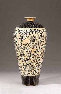Cizhou-Vase in Mei-ping-Form. | North China / Province Hebei, Jin-Era 12. century