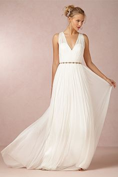 26 Under-$1K Wedding Dresses That Don't Look Cheap #refinery29  http://www.refinery29.com/cheap-wedding-dresses#slide4
