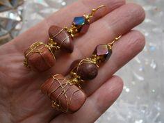 Ohrringe aus Holz mit gold und Glas in wirework von kunstpause auf DaWanda.com