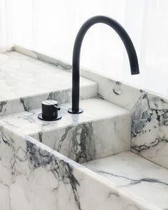 Modern Bathroom Design Trends For Your Home Bathroom Design Inspiration, Bathroom Interior Design, Home Interior, Interior Colors, Minimalist Bathroom, Modern Bathroom, Black Bathrooms, Marble Bathrooms, Espace Design