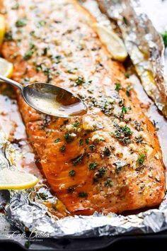 Baked honey-garlic salmon in foil - recipes vege .- Gebackener Honig-Knoblauch-Lachs in der Folie – Rezepte vegetarisch Baked honey-garlic salmon in foil - Salmon In Foil Recipes, Fish Recipes, Seafood Recipes, Vegetarian Recipes, Dinner Recipes, Cooking Recipes, Honey Recipes, Grilling Recipes, Chicken Recipes