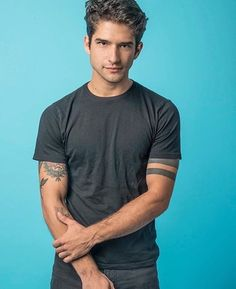 Tyler Posey of Teen Wolf photographed during New York Comic Con on Saturday October 2016 at Fairfield Inn & Suites New York Midtown Manhattan. Teen Wolf Scott, Tyler Posey Teen Wolf, Teen Wolf Boys, Wolf Tyler, Scott Mccall, Dylan O'brien, Charlie Carver, Cody Christian, Dylan Sprayberry