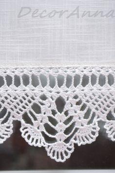 Dieser kurze Ecru Vorhang ist die einmalige Dekoration. Der Vorhang ist aus Baumwollstoff, verziert mit schönen handgemachten häkeln Spitze gefertigt. Die Spitzen häkeln ist 11 cm / 4, 5 In Breite.  Alle meine Produkte sind von hervorragender Qualitätsgarn (100 % Baumwollgarn) mit höchster Präzision und Genauigkeit gefertigt.  Bitte wissen Sie, dass dieser Vorhang komplett in Handarbeit hergestellt wird und jeweils etwas anders.  Ich mache den Vorhang auf Kundenwunsch. Bitte kontaktieren Sie…