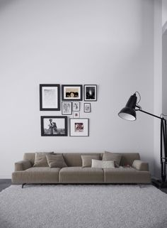 Are you looking to brighten up a dull room and searching for interior design tips? One great way to help you liven up a room is by painting and giving it a whole new look. Simple Interior, Modern Interior Design, Interior Styling, Interior Architecture, Scandinavian Style, Interior Walls, Interior And Exterior, Wabi Sabi, Inspired Homes