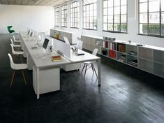 Communal desk layout (Joined desks + Eames chair + small underneath cabinet). Do without the frosted glass screen.