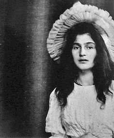 Foto of Julie Manet from 1894 Julie Manet (1878-1966) was the daughter of Berthe Morisot and Eugène Manet. Paris Musée Marmottan