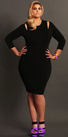 Talk about a We love this Whitley Cut Out Shoulder Dress from Monif C. Fabulous little black dress :) Moda Plus Size, Plus Size Girls, Plus Size Women, Curvy Girl Fashion, Plus Size Fashion, Womens Fashion, Plus Size Dresses, Plus Size Outfits, Justine Legault