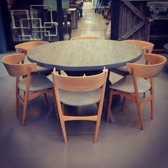 #1862 bord rundt med #sibast7 stoler www.drivved.no  #håndlagetavoss #barefordeg #bærekraftig #kortreist #allemål #scandicool