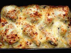 Remek recept Sajtbundában sült csirkecomb. A sajtbundában sült csirkecomb egy régi családi recept, amit leginkább akkor szoktam elkészíteni, amikor vendégeket várok. Nem kell órákat a tűzhely mellett állni, hogy valami finomat varázsoljunk az asztalra, így foglalkozhatunk közben a többi fogással. Csirkecomb helyett készíthetjük úgy is, hogy egy egész csirkét darabolunk fel, de akár csirke, vagy pulykamellből is nagyon finom. :) Meat Recipes, Pasta Recipes, Salad Recipes, Cooking Recipes, Ground Beef Pasta, Frozen Greek Yogurt, Blueberry French Toast Casserole, Healthy Slice, Party Finger Foods