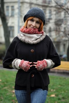 Chunky knit infinity cowl / hand knit loop scarf / knit accessories by Nastiin
