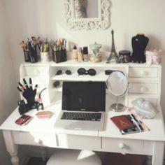 Vanity desk.-wow I need this!