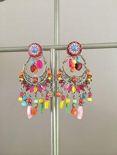 boucles d'oreilles fantaisies très colorées