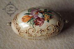 SONY DSC Egg Rock, Decoupage, Types Of Eggs, Egg Shell Art, Egg Crates, Carved Eggs, Egg Tree, Faberge Eggs, Egg Decorating