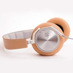 BeoPlay H6 by Bang & Olufsen are lightweight premium headphones that feature aluminum, leather and memory foam for an ultra-comfortable and neutral listening experience