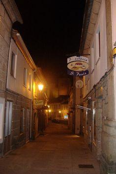 Rua típica à noite, Montalegre 2009