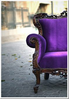 I really wish my senior pictures included some shots in a beautiful purple chair like this.