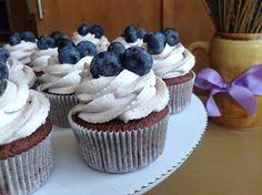 VÍKENDOVÉ PEČENÍ: Borůvkové cupcakes Cupcakes, Cheesecake Brownies, Baked Goods, Sweet Recipes, Food And Drink, Cookies, Baking, Pizza, Blog
