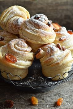Babeczki drożdżowe - cruffiny - niebo na talerzu Cronut, Doughnut, Biscuits, Raspberry, Pancakes, Cheesecake, Lemon, Food And Drink, Yummy Food