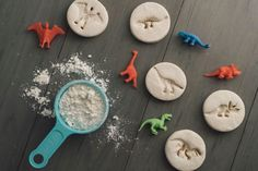 So fun -- we tried these salt dough dinosaur fossils and had a blast! So fun -- we tried these salt dough dinosaur fossils and had a blast! Dinosaur Food, Dinosaur Activities, Dinosaur Fossils, Dinosaur Party, Dinosaur Birthday, Science Activities, Montessori Activities, Dinosaurs Preschool, Montessori Materials