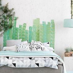 Cabeceiras Pintadas: 5 ideias que são puro charme Handmade Headboards, Headboards For Beds, Home Bedroom, Bedroom Decor, Bedroom Ideas, Bedroom Interiors, Bedroom Designs, Painted Headboard, Wall Headboard