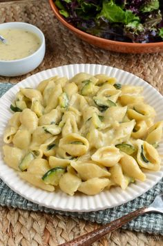 Slimming Eats Syn Free One Pot Creamy Zucchini Pasta - vegetarian, Slimming World and Weight Watchers friendly Slimming World Vegetarian Recipes, Slimming World Recipes, Spicy Recipes, Salad Recipes, Healthy Recipes, Pasta Recipes, Free Recipes, Healthy Snacks, Healthy Eating