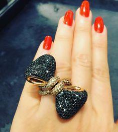 Ring - black diamonds, yellow gold.