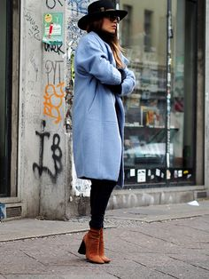 www.helloshopping.de, Maje Germain Oversized-Mantel aus FilzGermain Oversized-Mantel aus Filz, net-a-porter, oversize, eggshape, übergroßer wollmantel, candy colors, pastellfarben, trends, winter, ootd, streetstyle, fedora, hut, berlin, fashion blogger, hello shopping, how to wear, styling tipps, get the look, style, suede boots zara, wildleder stiefelette, cognac, seventies, retro
