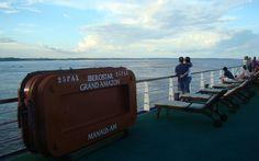 Os cruzeiros pelos afluentes do rio Amazonas permitem aos turistas conhecer diferentes paisagens da Amazônia
