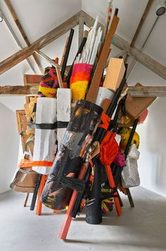 Phyllida Barlow is a pioneering English artist. Her sculptural installations are characterised by their large scale, often made quickly in the same place that they are to be shown and with materials that are subsequently. Modern Sculpture, Abstract Sculpture, Sculpture Art, Abstract Art, Sculpture Garden, Venice Biennale, Installation Art, Art Installations, Autumn Inspiration
