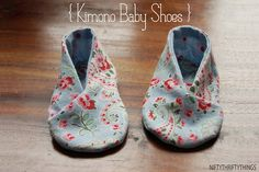 Kimono Baby Shoes ~ Use this tutorial and free PDF pattern to make these adorable kimono baby shoes for a 0-6 month old.  Great for a baby shower gift, or to give after the baby is born.