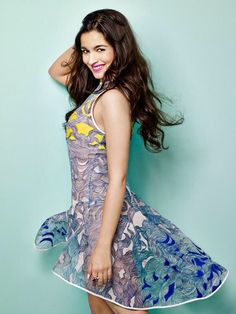 Alia Bhatt is an Indian film actress and a singer. History of Bollywood Actress Alia Bhatt, Alia Bhatt Pictures, Photos & Images, celebrity images Indian Bollywood, Bollywood Actress, Bollywood Celebrities, Bollywood Style, Indian Celebrities, Female Celebrities, Most Beautiful Indian Actress, Beautiful Actresses, Alia Bhatt Photoshoot