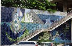 Azulejos na Avenida Infante Santo em Lisboa, Portugal ~~ Maria Keil, O mar, 1958-59, painel de azulejos, Av. Infante Santo, Lisboa