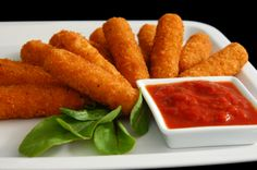 Luigi's Pizza and Pasta Mozzarella Sticks are made fresh, just for you. When you order they will be ready in minutes. Healthy Cooking, Healthy Snacks, Healthy Eating, Cooking Recipes, Healthy Recipes, Planning Menu, Les Croquettes, Mozzarella Sticks, Queso Mozzarella