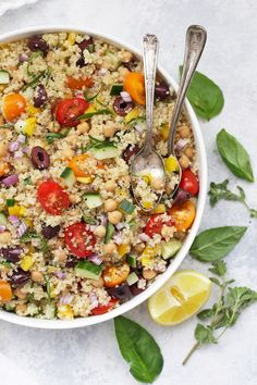 My Big Fat Greek Quinoa Salad – Bright, fresh colors and flavors make this a perfect lunch or warm-weather side dish. Perfect for meal prep, barbecues, picnics, and more! Greek Quinoa Salad, Quinoa Salad Recipes, Quinoa Rice, Avocado Recipes, Greek Recipes, Whole Food Recipes, Cooking Recipes, Cooking Tips, Cooking Pork
