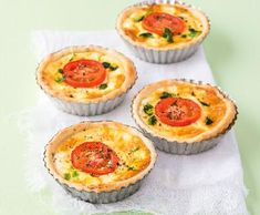 Recepty: Quiche s lučinou a rajčaty Ketogenic Recipes, Diet Recipes, Vegan Recipes, Keto Results, Keto Dinner, Bon Appetit, Quiche, Baking Recipes, Food And Drink