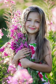 Beautiful Little Girls, Beautiful Children, Beautiful Babies, Beautiful Flowers, Children Photography, Portrait Photography, Photography Flowers, Cute Kids, Cute Babies