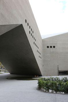 Vista exterior patio. Museo Nacional Suizo de Christ & Gantenbein. Fotografía © José Juan Barba