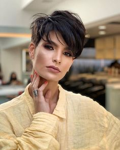 Edgy Short Hair, Short Hair Trends, Medium Short Hair, Short Hair With Layers, Short Hair Cuts, Short Hair Over 50, Curly Pixie Cuts, Short Shaggy Haircuts, Latest Short Hairstyles