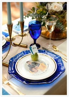 presidential printed plates and gold-rimmed goblets