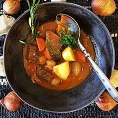 Bouillabaissea ja Kalasoppaa Slow Food, Thai Red Curry, Beef, Ethnic Recipes, Meat, Steak