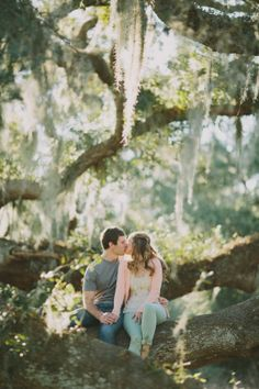 Houston engagement shoot under an oak tree by Katie Lamb Photography | Done Brilliantly